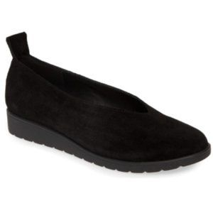 New Eileen Fisher Black Suede Flat Shoes